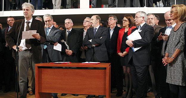 El científico Juan Luis Arsuaga defiende la investigación y el desarrollo de España durante la firma de un acuerdo por la I+D+i.