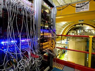 Ver vídeo  'Los científicos del CERN descubren unas partículas que viajan más rápido que la luz'
