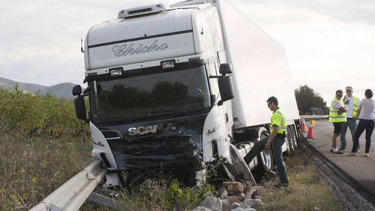 Cinco personas han muerto en la Nacional 340 a su paso por Alcalá de Xibert