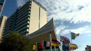 Ver vídeo  'Clausurado el hotel Diamante Beach por nuevo caso de legionella'