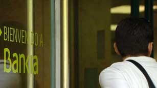 Ver vídeo  'Los clientes de Bankia, preocupados'
