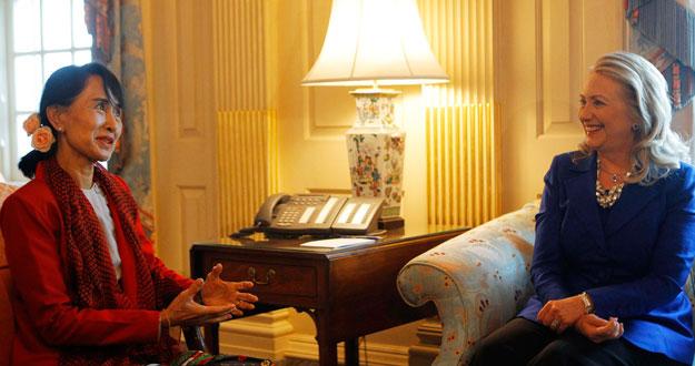 Clinton se reúne con Suu Kyi