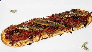 Coca de sardinas con pimientos de Albox