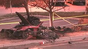 Ver vídeo  'El coche en el que viajaba el fallecido Paul Walker, protagonista de Fast & Furious, destrozado'