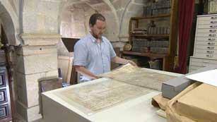 Ver vídeo  'El Códice Calixtino se expone en el Palacio de Gelmírez, junto a la Catedral de Santiago'