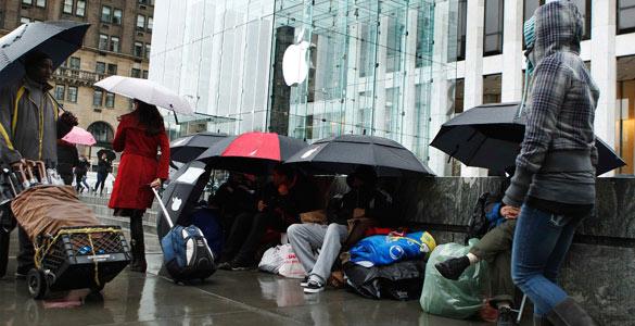 Cola para comprar el iPad 2 en una de las tiendas de Apple de Nueva York