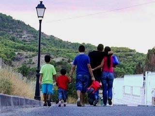 """Ver vídeo  'Comando Actualidad - """"Desahuciados, ¿y ahora qué?"""" - Sin casa por no pagar la hipoteca'"""