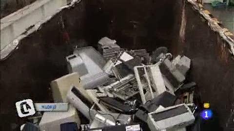 Ver v?deo  'Comando Actualidad - Usar y tirar - Cementerio de electrodoméstico'