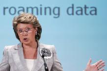 La comisaria europea de Telecomunicaciones, Viviane Reding, es favorable a bajar los precios de los distintos servicios de 'roaming'.