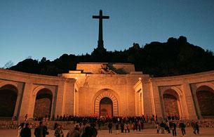 Ver vídeo  'La Comisión recomienda exhumar los restos de Franco del Valle de los Caídos'