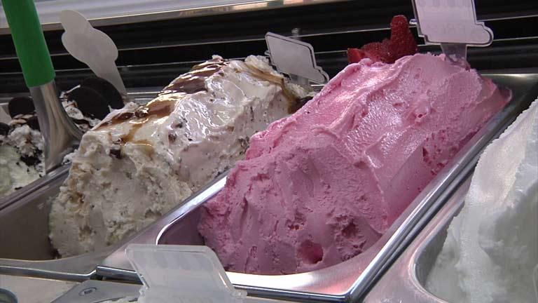 Conectando España - Finestrat: elaborando helado de turrón