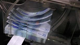 Ver vídeo  'Competencia analizará la legalidad de la rebaja en el interés de los depósitos'