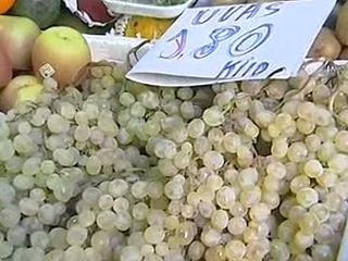 Ver vídeo  'Compras de última hora en los mercados para la cena de Nochevieja'