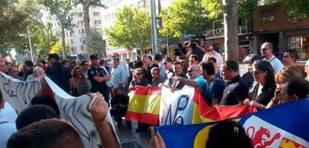 Concentración de apoyo a miembros de grupos de ultraderecha que irrumpieron en un acto de la Diada