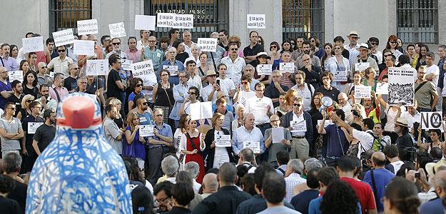 CONCENTRACIÓN DE ASOCIACIONES VINCULADAS AL MUNDO DEL ARTE PARA PROTESTAR CONTRA LA SUBIDA DEL IVA