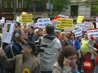 Ver v?deo  'Concentración a favor de Garzón en las puertas de la Audiencia Nacional'