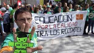 Ver vídeo  'Concentraciones contra los recortes en educación en España'