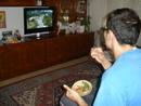 Viendo la Vuelta por la televisión durante la comida