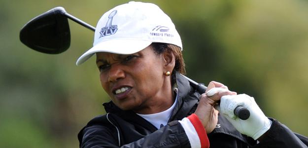 Condolezza Rice y Darla Moore, las primeras mujres admitidas en el Club Augusta de Golf, tras años de debate al no poder participar hasta la fecha las mujeres en el selecto club.
