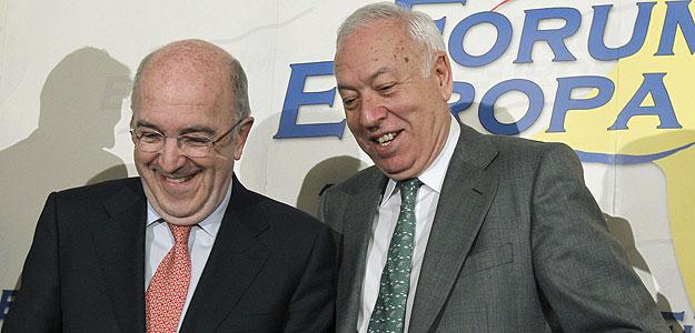 García-Margallo y Joaquín Almunia en una conferencia en el Fórum Europa en Madrid.