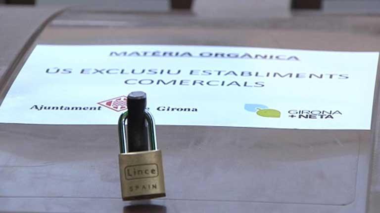 En Girona el ayuntamiento pone candados a contenedores de basura