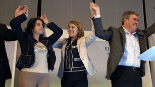 Ver vídeo  'Continúa la confrontación entre el PP y PSOE en la campaña para las elecciones andaluzas'