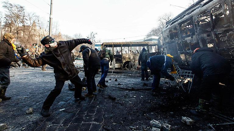 Continúan los enfrentamientos en Ucrania entre manifestantes y policía en el centro de Kiev