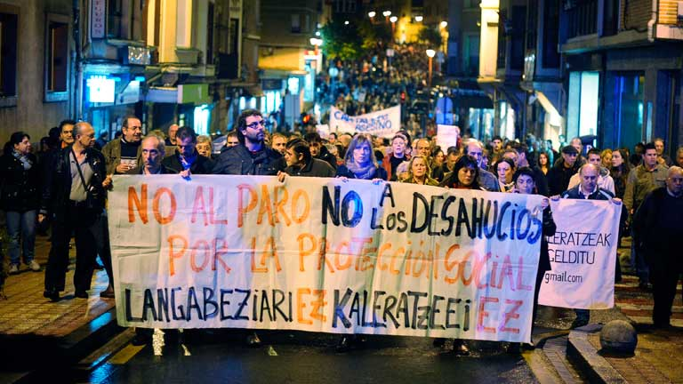 Colectivos sociales se manifiestan en Barakaldo contra los desahucios
