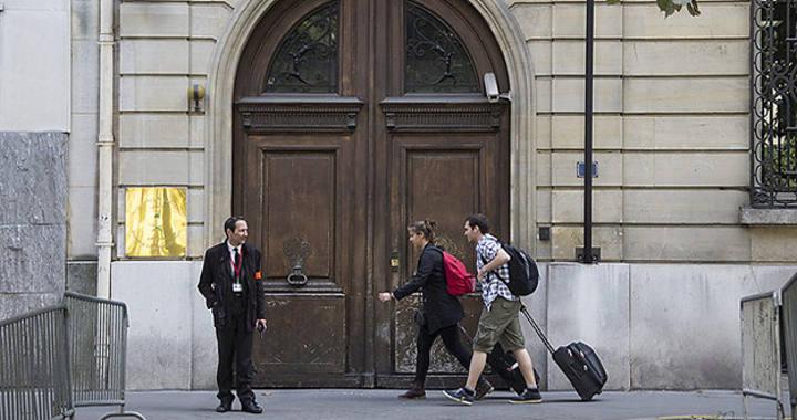 El convoy diplomático que ha sido asaltado este lunes en París pertenecía a la Embajada de Arabia Saudí.