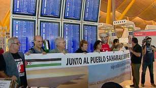Ver vídeo  'Los cooperantes españoles regresan hoy a los campamentos saharauis'