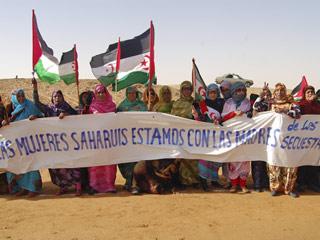 Ver vídeo  'Los cooperantes españoles secuestrados en el Sáhara están vivos y en manos de Al Qaeda'