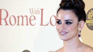 Ver vídeo  'Corazón - Penélope Cruz, espectacular en el estreno de 'A Roma con amor''