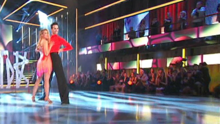 "Mira quién baila - Corina baila la samba como ""loca"""