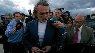 Ver vídeo  'Correa sale de la cárcel de Soto del Real tras pagar la fianza de 200.000 euros'