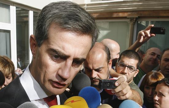 Génova se impone y Costa cesa de sus cargos