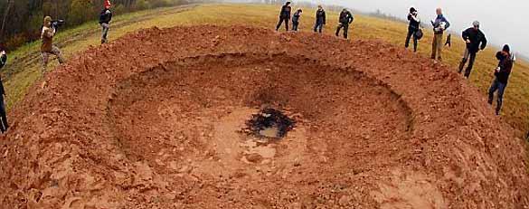 El cráter letón tiene unos 10 metros de diámetro y 10 de profundidad.