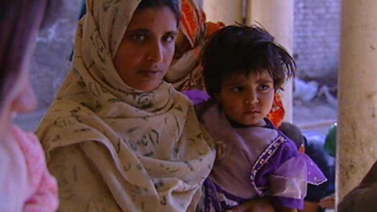 Una niña paquistaní muere después de que sus padres le arrojen ácido en la cara