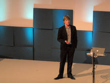 Hughes durante su ponencia en la EEC 2009