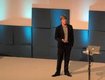 Hughes durante su ponencia en la EEC 2009
