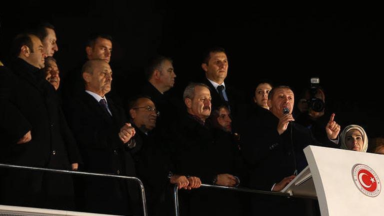 """Erdogan denuncia un """"complot"""" tras la dimisión de tres ministros turcos por corrupción"""