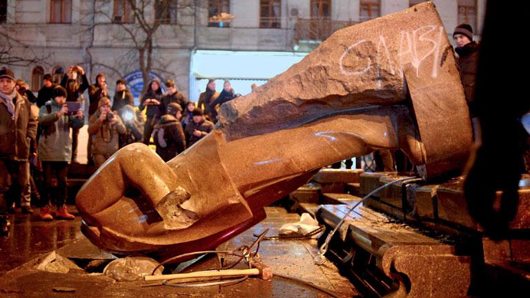 Decenas de miles de personas piden en Kiev elecciones anticipadas