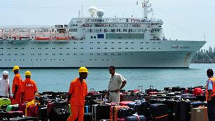 Ver vídeo  'El crucero Costa Allegra llega al puerto de la capital de Seychelles'