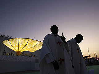Ver vídeo  'Cuatro Vientos amanece tras la vigilia para recibir al papa'
