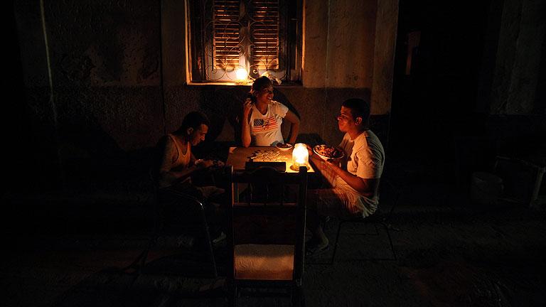 Cuba comienza a recuperar el suministro de luz tras un apagó que ha afectado al 60% del país