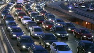 Ver vídeo  'Cumplimiento generalizado de los servicios mínimos en el transporte público'