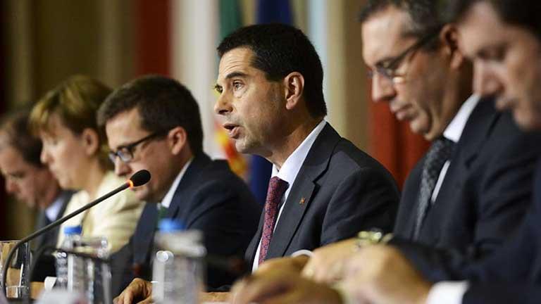 Bruselas da más tiempo a Portugal para cumplir con el déficit