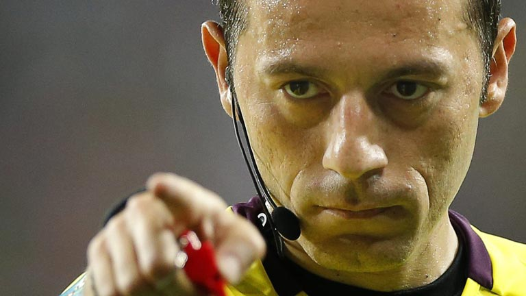 Cuneyt Cakir, &aacute;rbitro turco para el Espa&ntilde;a - Portugal de la Eurocopa 2012