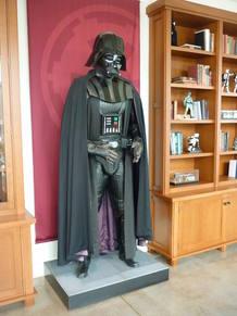 Darth Vader recibe a los visitantes en el hall de la ILM