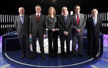 La periodista María Casado (c) posa junto a los candidatos de los partidos con representación parlamentaria antes del comienzo del debate celebrado esta noche en TVE