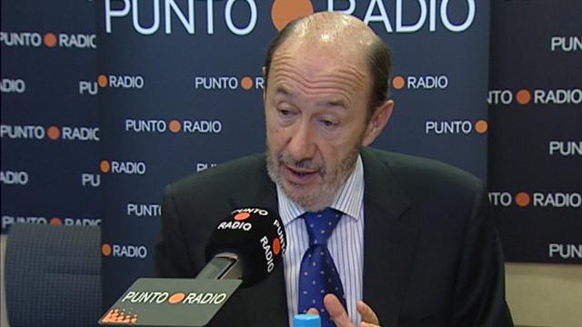 Cruce de acusaciones entre Aguirre y Rubalcaba sobre educación